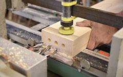 Bohren von Löchern für Holzdübel