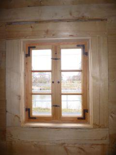 Einfachfenster mit Winkelbändern und Innenfutter