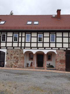 Fenster im Bauernhaus mit aufgsetzten Sprossenrahmen