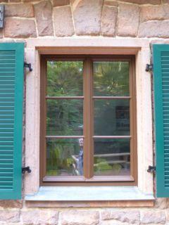Fensterladen aus Aluminium mit Lamellenfüllung