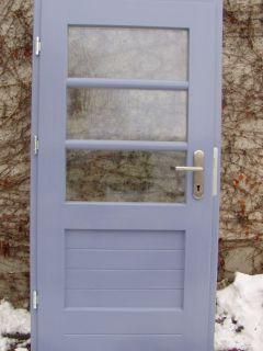 Haustür im nachempfundenen Bauhausstil