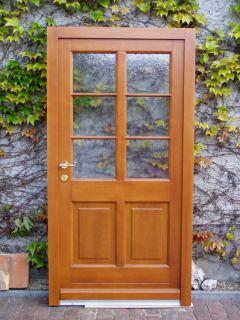 Haustür mit 2 Glasfeldern und aufgesetzten Sprossen