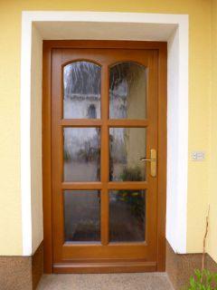 Haustür mit 6 Glasfeldern und Stichbogenabschluss