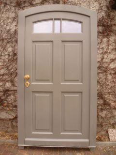 Haustür mit eingearbeiteten Oberlicht