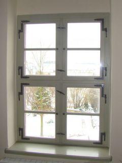 Kreustockfenster mit Isolierglas und Winkelbändern