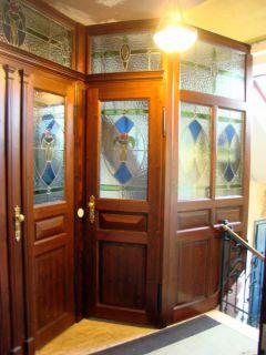 Wohnungseingangs-Anlage mit Bleiverglasungen im Jugenstilhaus